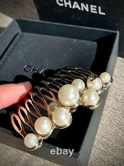 CHANEL Faux Pearls Hair Comb Vip Gift
