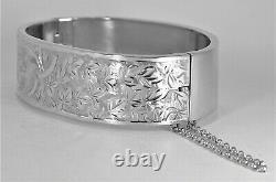Hallmark Birmingham 1937. Gift quality. Gorgeous engraved sterling silver bangle